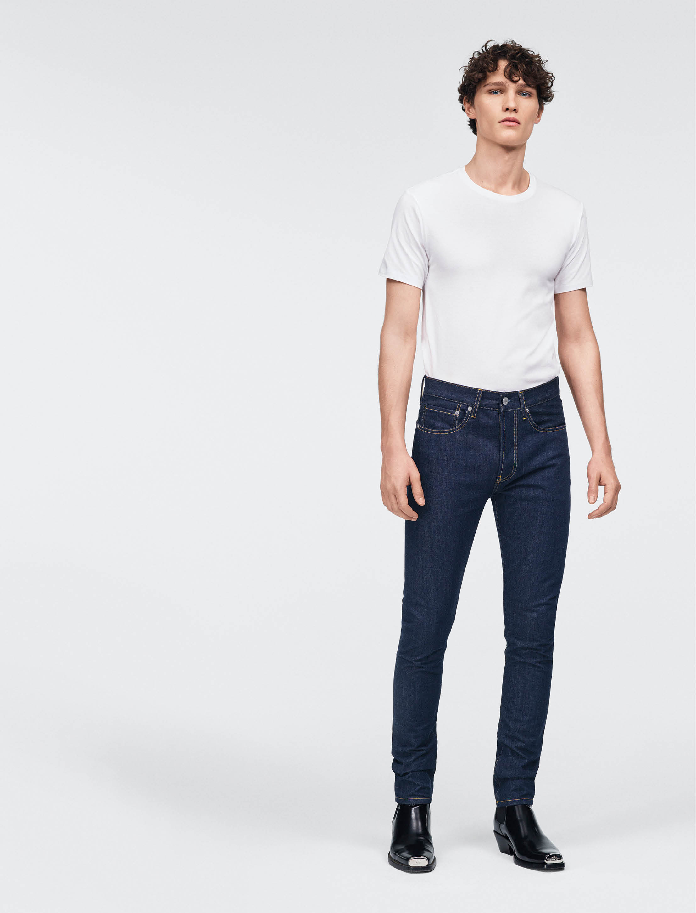 How to distinguish mens jeans from womens jeans